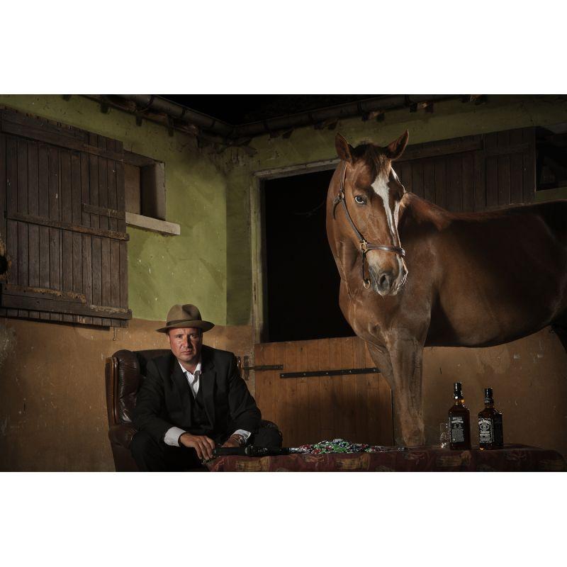 Photographie d'art d'une mise en scène homme et cheval par Virginie Georges vendue sur new concept art photo selling